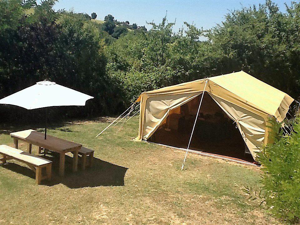 & African Safari Tent 3
