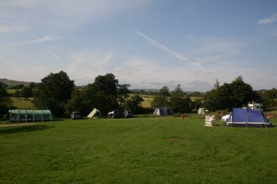 Riverside camping in the heart of the Peak District with en-suite village pub and shop.