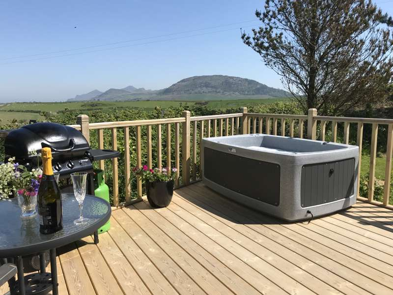 Luxury private hot tub at Tan-y-Capel Hideaway.
