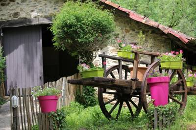 Family friendly camping in Cantal beside an old watermill and a crystal clear brook.