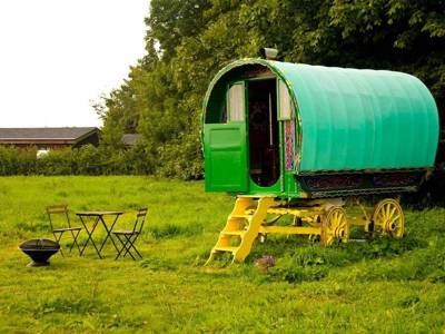 Gypsy Caravan Glamping – Top-rated gypsy caravan glampsites – Cool Camping