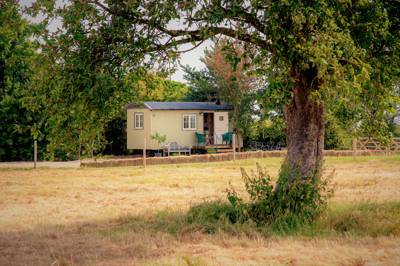 Abberton Shepherds Hut Manor Farm, Abberton, Pershore, Worcestershire WR10 2NR