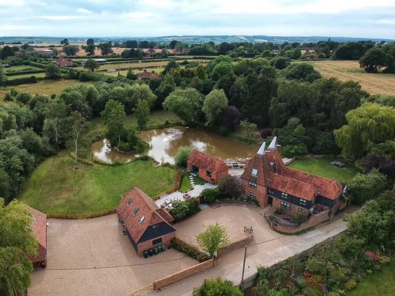Horne's Place Oast & Barn Horne's Place, Appledore, Ashford, Kent TN26 2BS