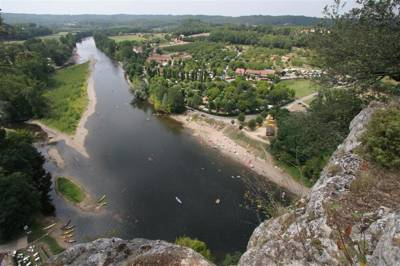 Ideally located alongside the river Dordogne and 6km from Sarlat & Domme, Domaine de Soleil Plage is a fun-filled spot in the heart of the beautiful Dordogne-Perigord region.