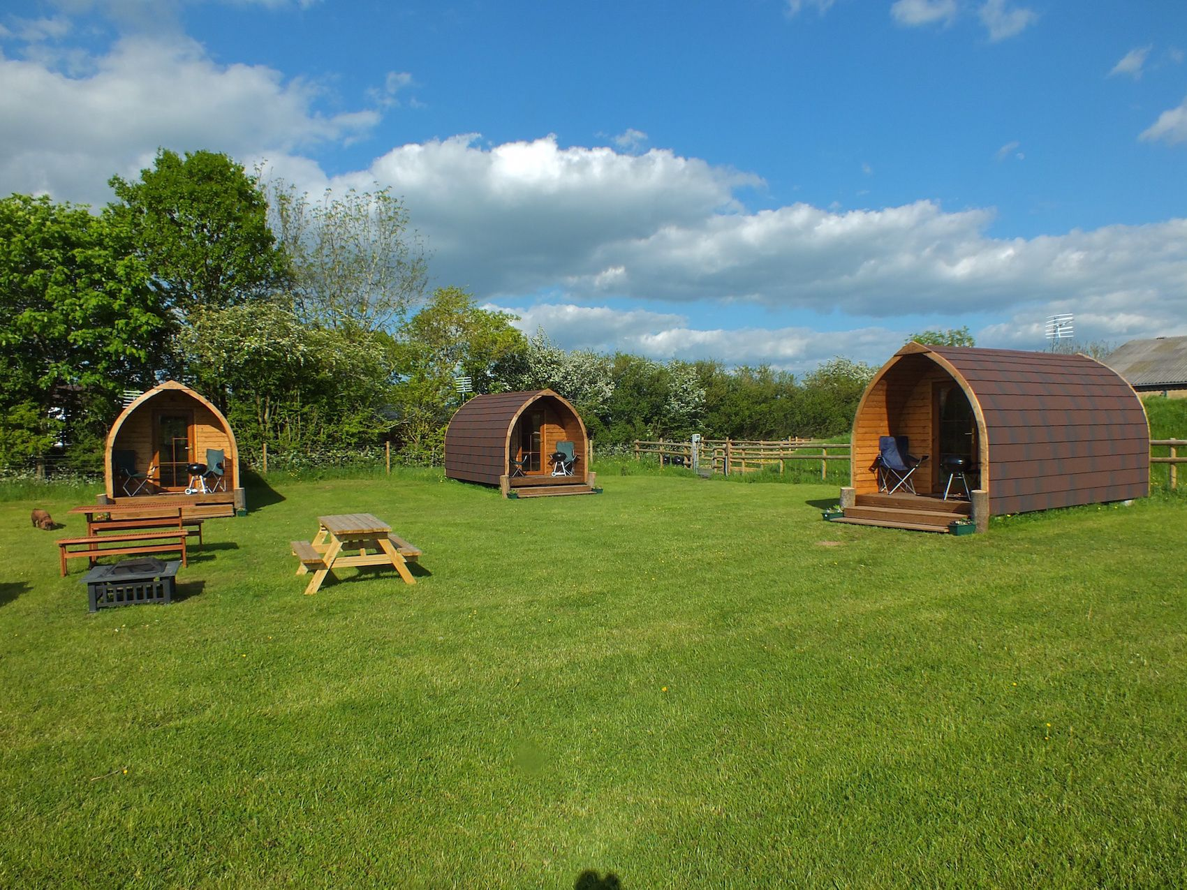 Glamping in Worcestershire: Pod glamping at the foot of the Malvern Hills where dogs, horses and glampers of all ages are welcome.