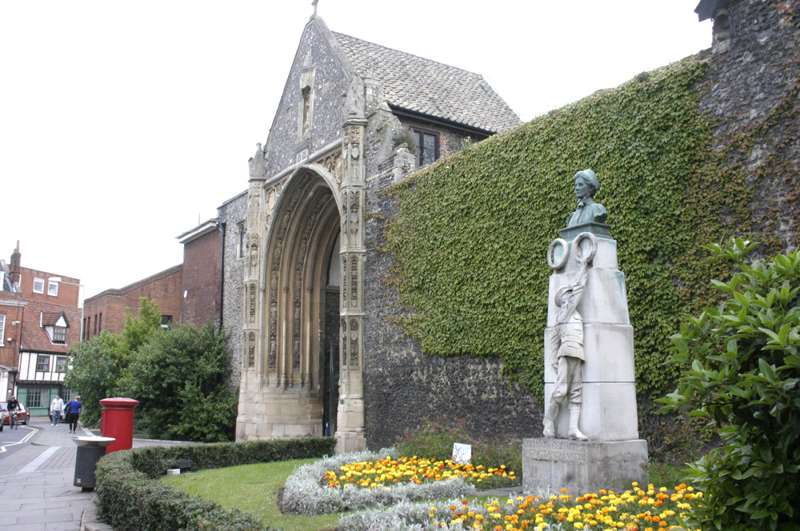 Edith Cavell monument