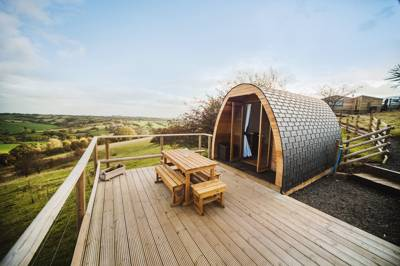 Three exclusive well-equipped pods on a wonderfully located Derbyshire farm.