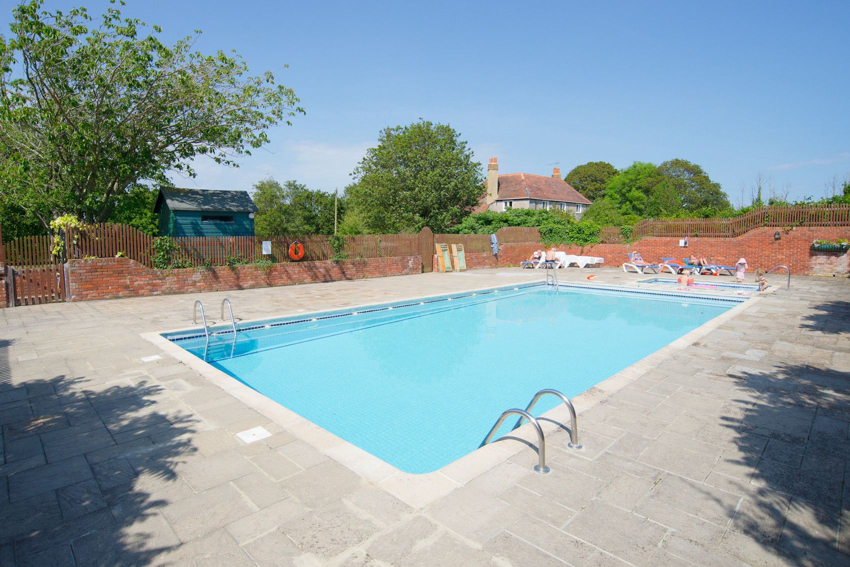 campsites with swimming pools uk